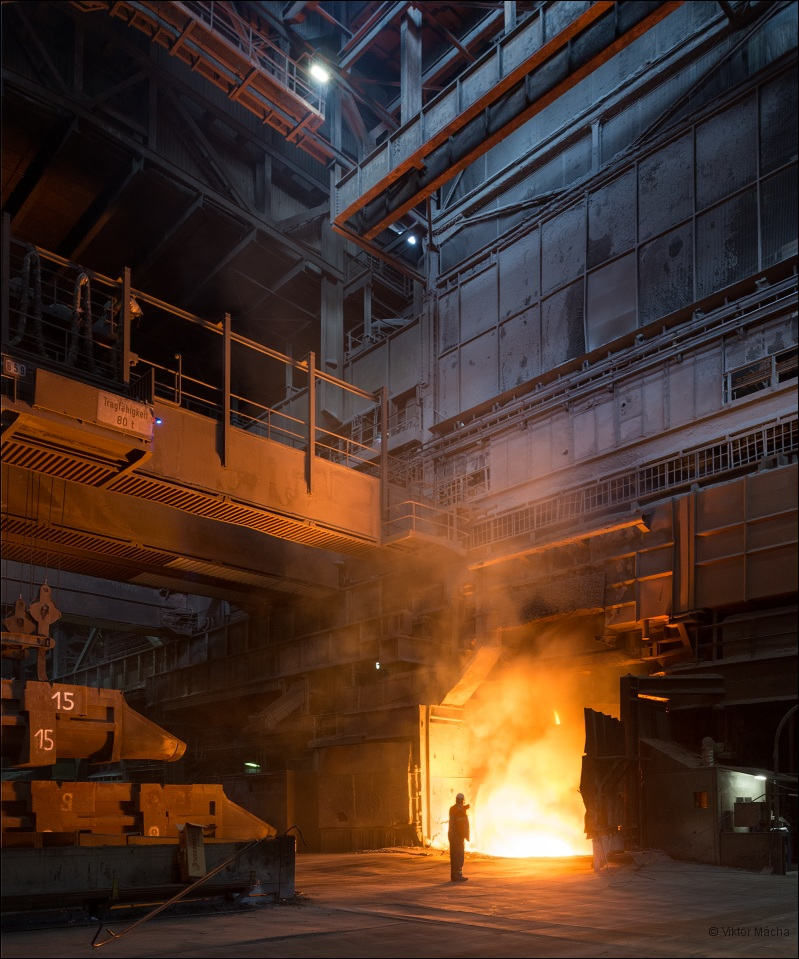 ArcelorMittal Ruhrort, tapping the 140 t converter