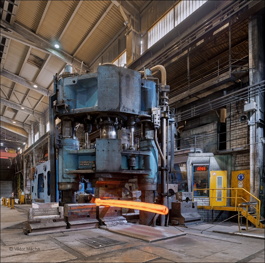 Buderus Edelstahl, 2000 tons forging press