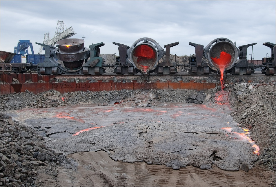 DK Recycling, slag pouring