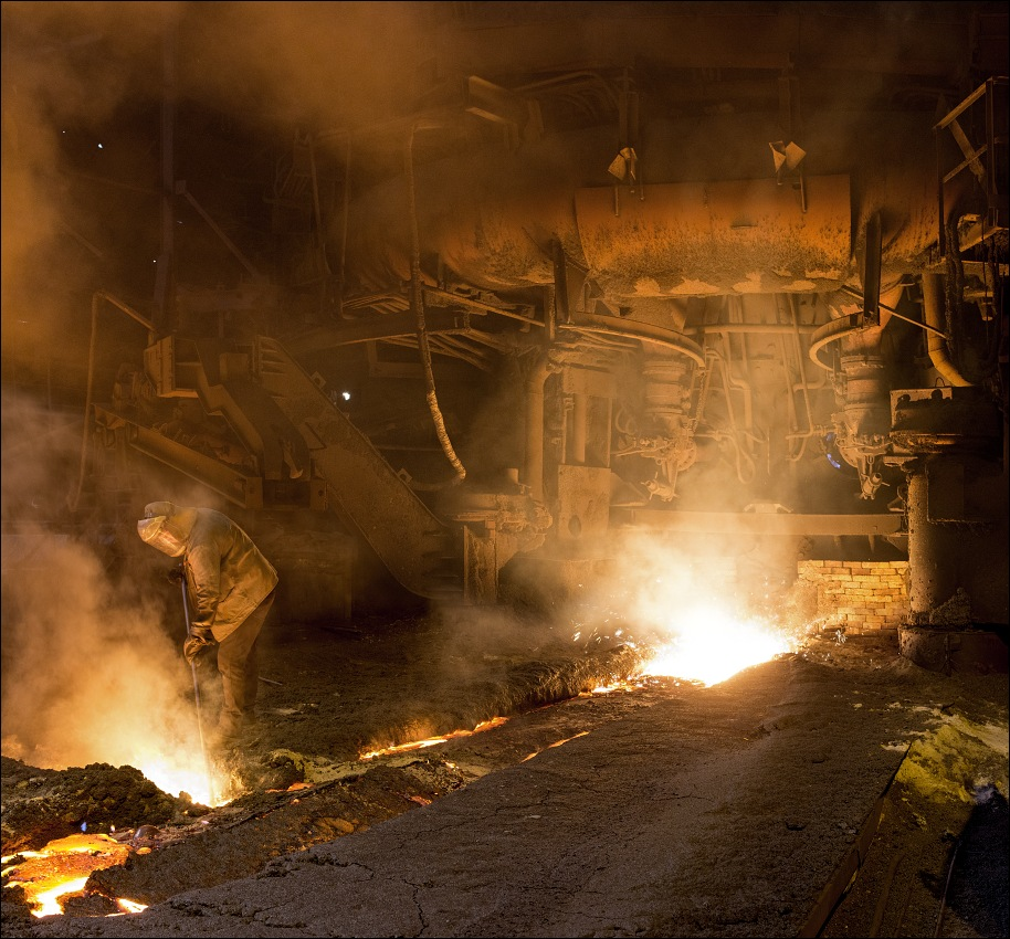 Evraz DMZ Petrovskogo, tapping the blast furnace