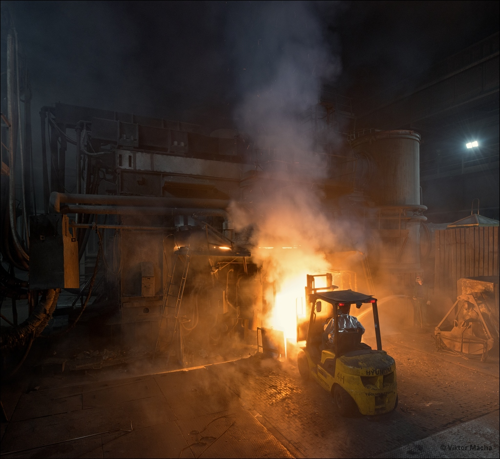 Ferrostal Łabędy, work at the electric arc furnace