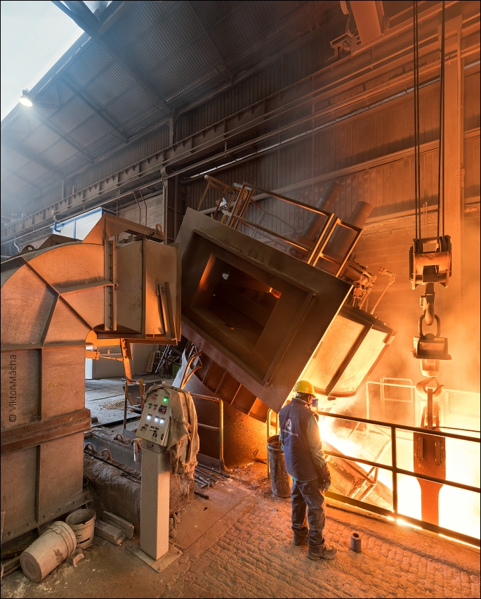 Inossman Fonderie Acciaio, tapping the electric arc furnace
