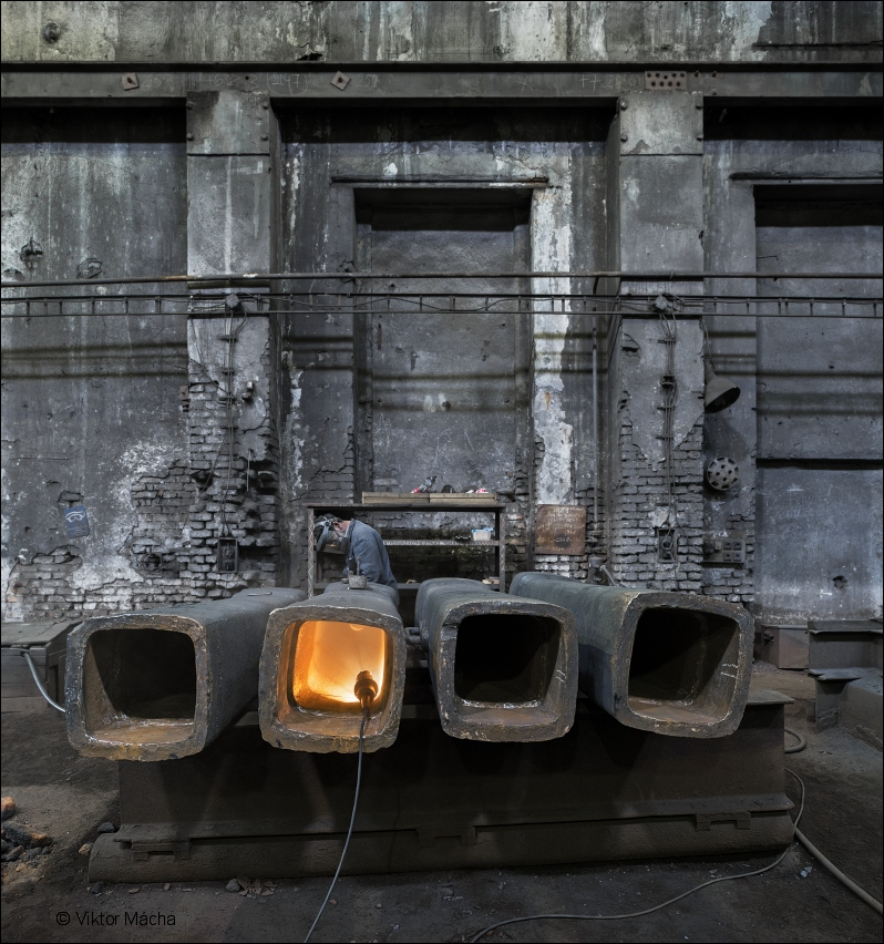 KD Foundry, ingot moulds cleaning