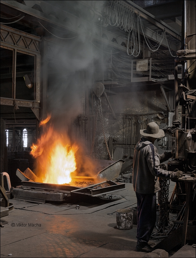 KD Foundry, charging the furnace