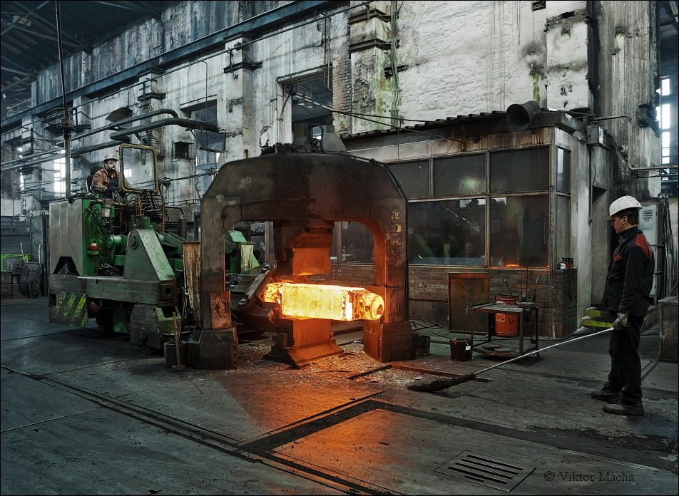 forging at the hydraulic press