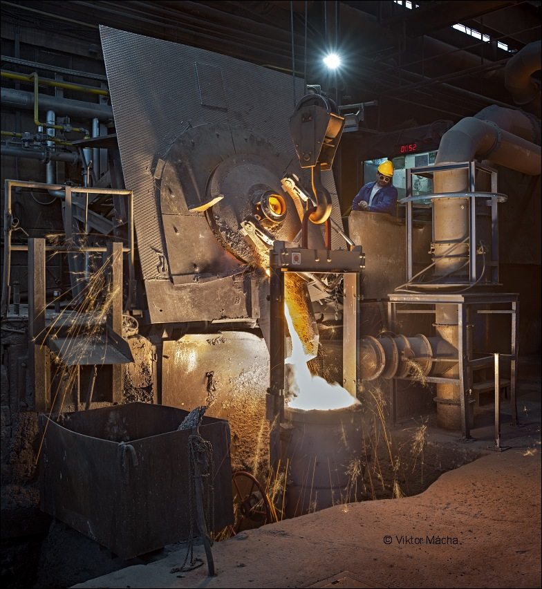 KOVIS Livarna, induction furnace tapping
