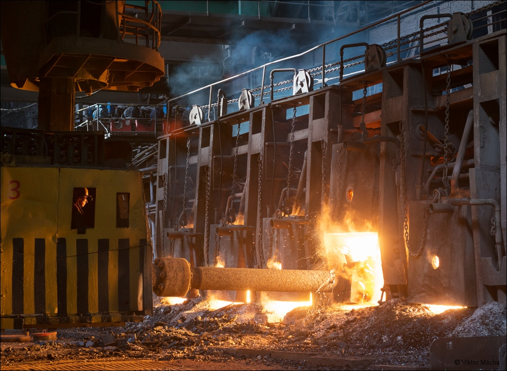 OMK Vyksa Steel, charging the open hearth furnace
