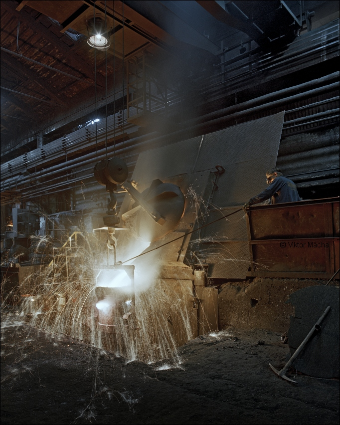 Promet foundry,  tapping the induction furnace