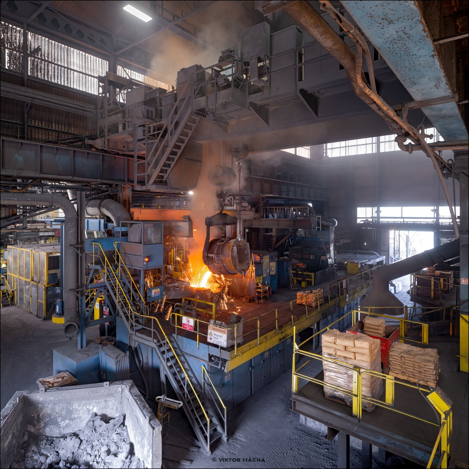 Saint Gobain Holwell, charging the induction furnace