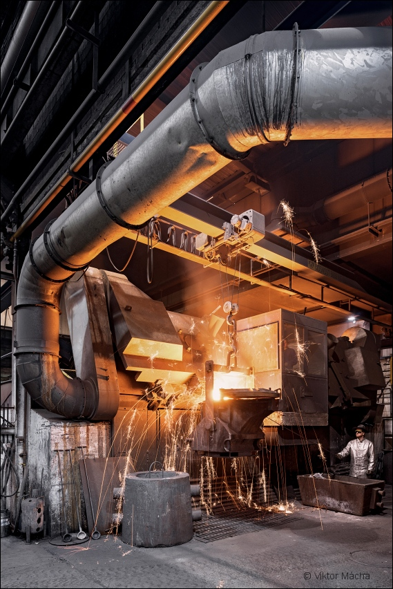 Slévárny Třinec, tapping the induction furnace