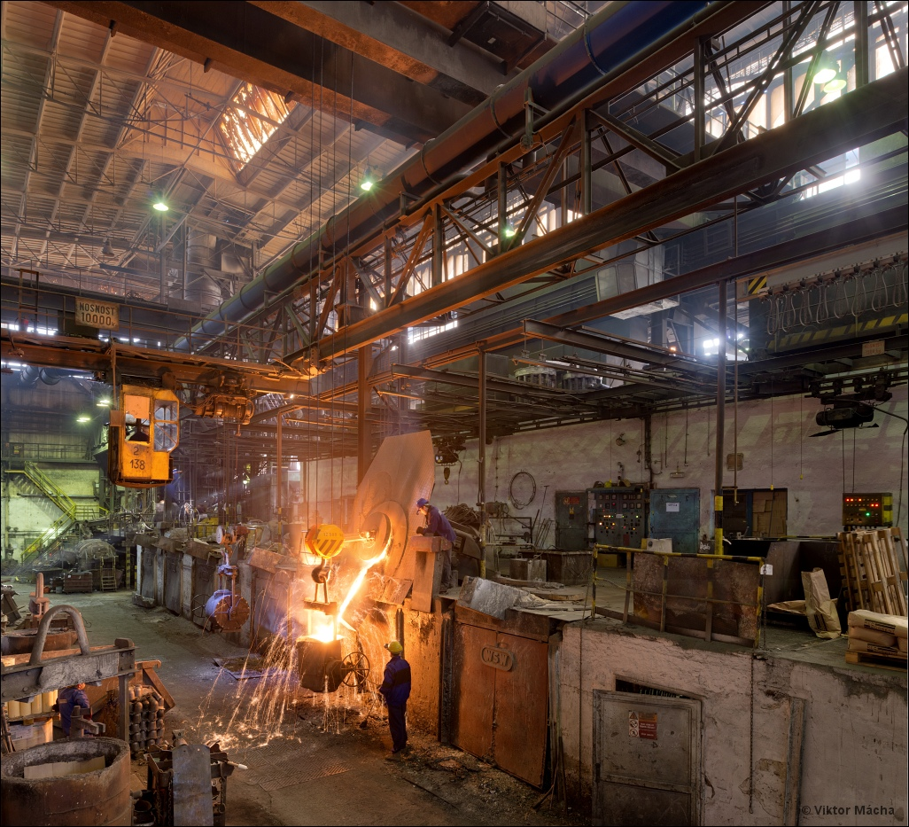 Tatra Kopřivnice, tapping the induction furnace