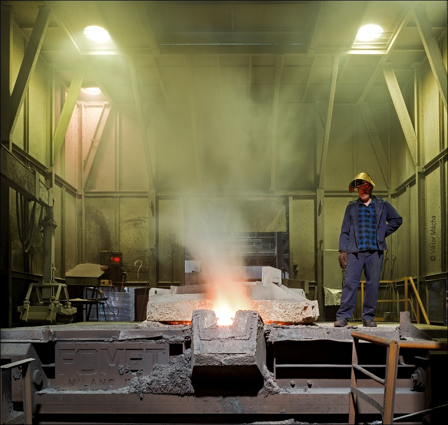 Teksid Poland, by the 25 tons induction furnace
