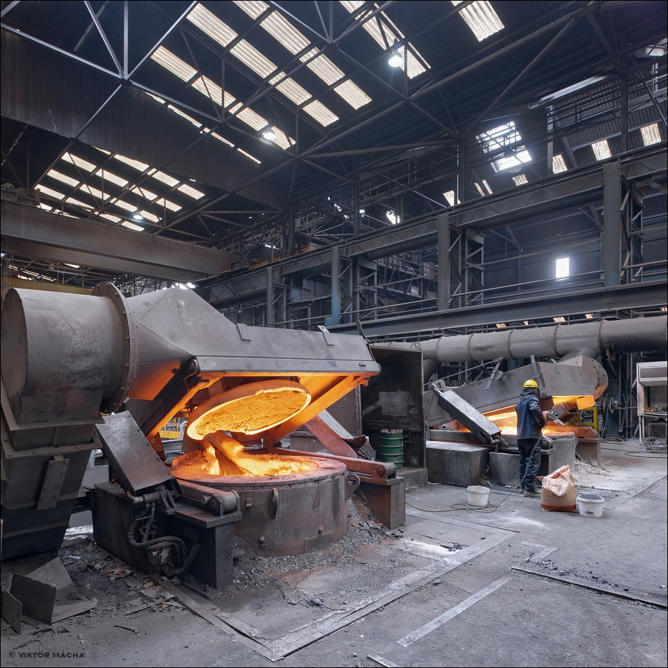 Union Electric Steel, induction furnaces
