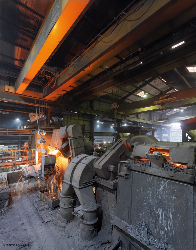 United Cast Bar, tapping the induction furnace