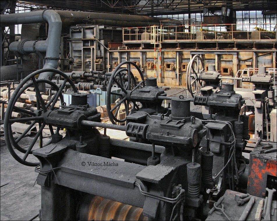 Noval rolling mill, stands