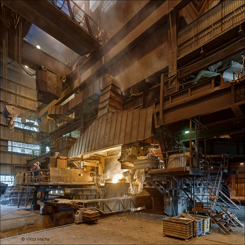 Vargön Alloys, tapping the furnace no. XII