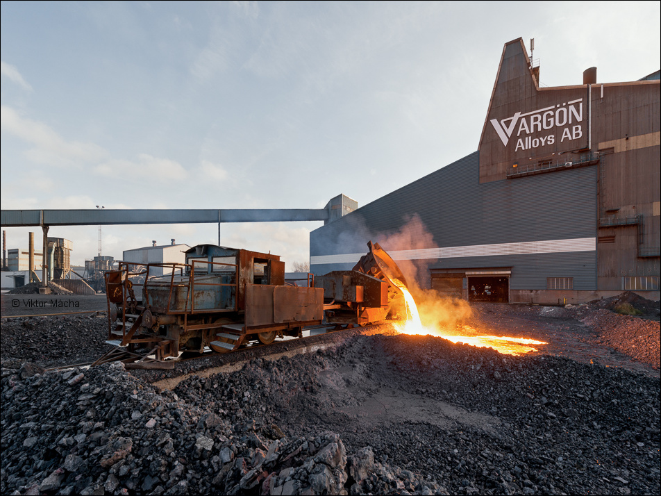 Vargön Alloys, slag pouring