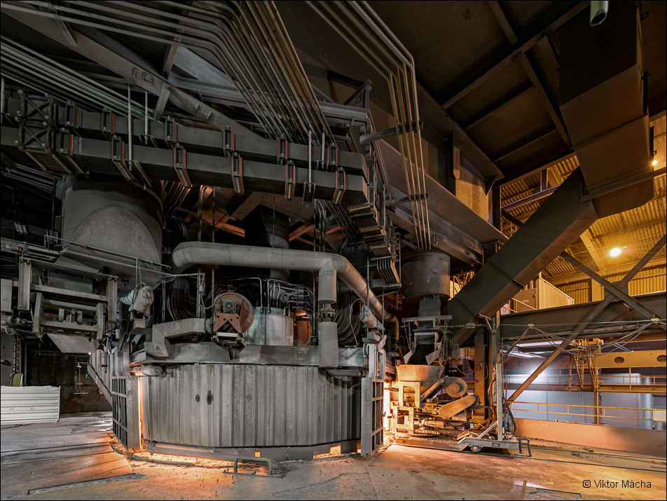 Vargön Alloys, furnace no. X charging floor