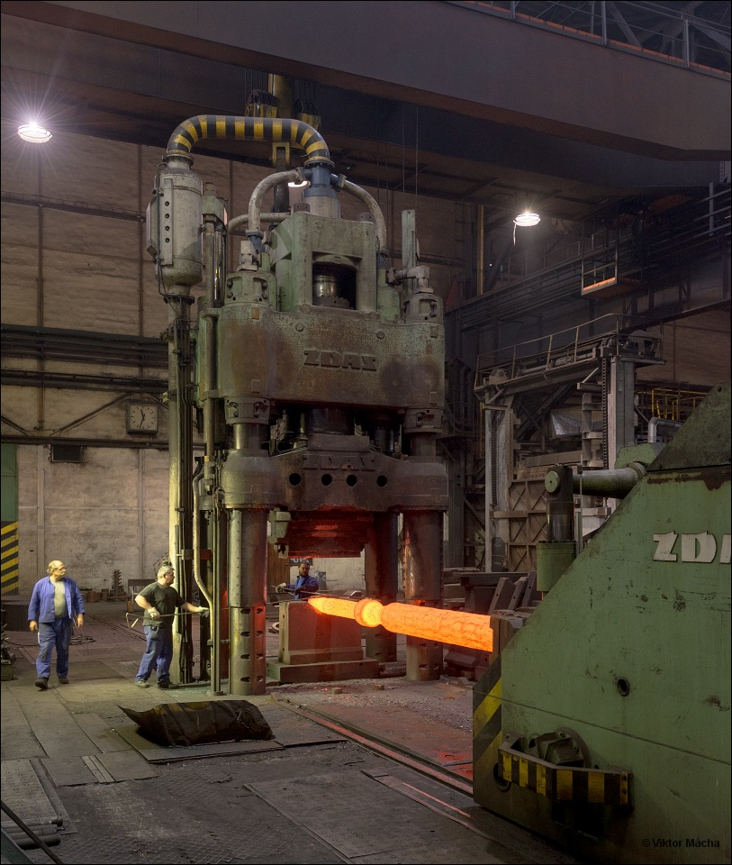 ŽĎAS, work at the forging press